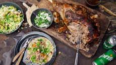 Pulled lam i lefse - med kålsalat og urterømme