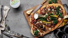 Pizza med kjøttboller, aromasopp og pære