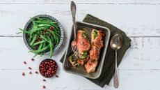 Ovnsbakt laks med spinatpesto og spekeskinke