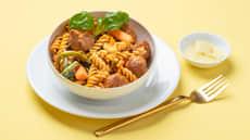 Pasta med kjøttboller og kremet tomatsaus