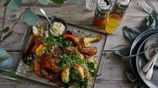 Nygrillet kylling i salat