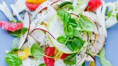 Eple- og fennikelsalat med valmuefrø