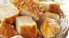 Focaccia med cheddar og hvitløk