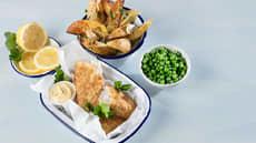 Fish & Crisp med ovnsbakte potetbåter