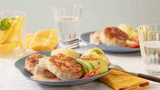 Fiskeburger med frisk eple-ogagurksalat