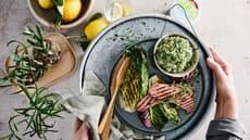 Røkte kjøttpølser med brokkoli og sellerirotmos