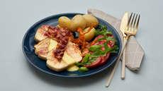 Stekt fiskepudding med bacon og karrisaus