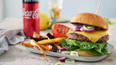 Cheeseburger med hjemmelaget tilbehør