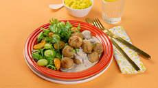 Kyllingkjøttboller med soppsaus og karriris