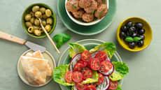 Kjøttboller med gresk salat