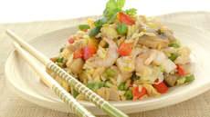 Stekt ris med grillet kylling
