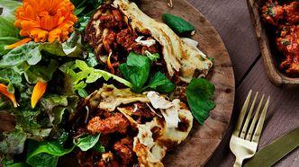 Pannekaker med kjøttsaus og salat - mars