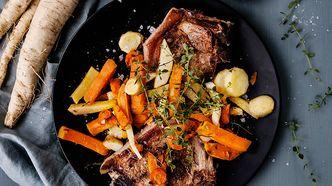 Koteletter med ovnsbakte rotgrønnsaker og parmesanmajones  - september