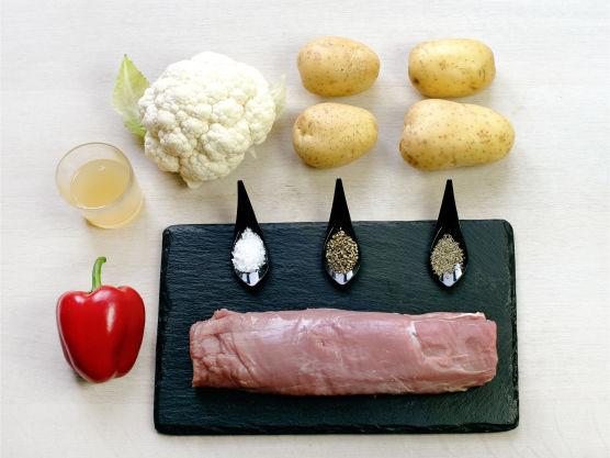 Svinefilet er magert og mørt kjøtt som er enkelt å tilberede! Svinekjøtt er godt med frukt, prøv retten med stekte epler.