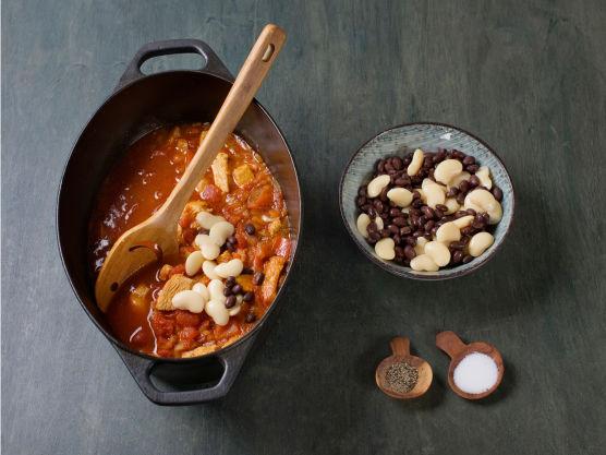 Skyll bønnene og ha i gryten, og la koke 5. min.Smak til med salt og pepper, og server med kesam.