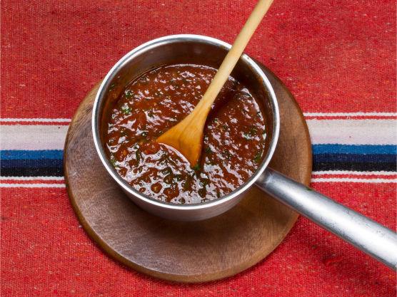 Ønsker du salsaen sterkere? Smak til med mer tabascosaus eller annen chilisaus for å justere styrken.