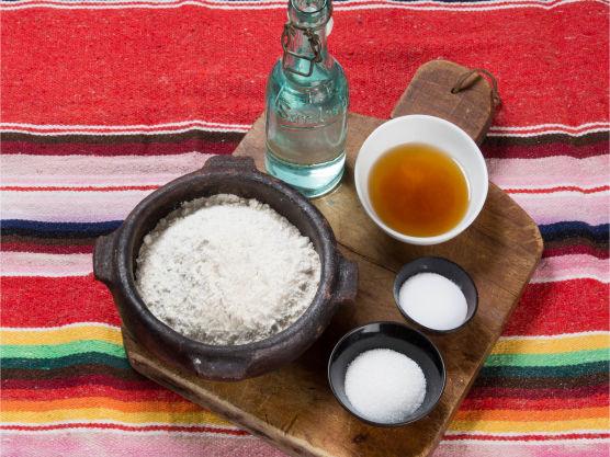 Hjemmelaget tacolefse! Tortilla er godt tilbehør til taco. Enkel oppskrift på tacolompe! Godt tilbehør til taco, til wraps eller som pizzabunn.