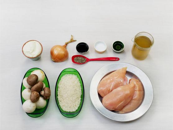 En god og kremet kyllingrett som er lett å lage!Varier sopp etter sesong og smak. Prøv rosmarin i sausen