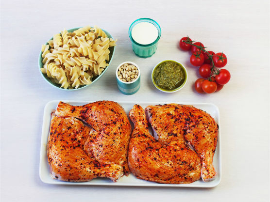 Grillede kyllinglår er alltid en suksess for store som små. Bytt gjerne ut pasta med kokte poteter