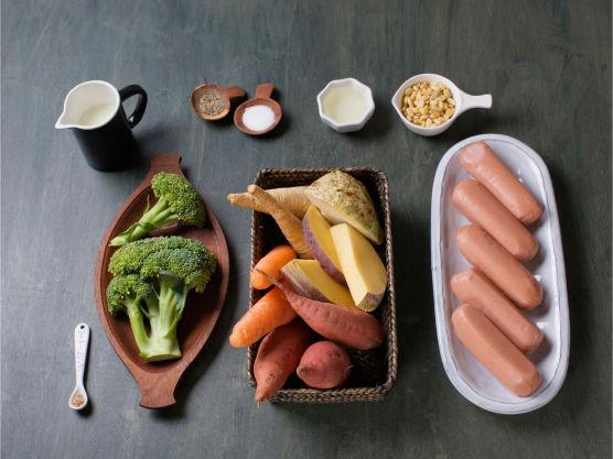 En sunnere familiefavoritt. Bruk kålrot, sellerirot, persillerot eller gulrøtter etter smak i mosen, kan også erstatte søtpoteter.