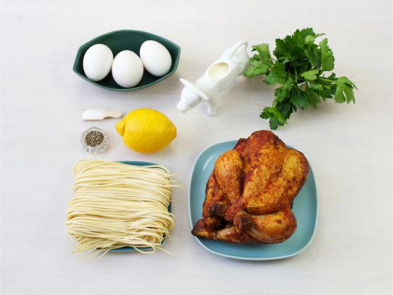 Denne pastaretten er også god kald, i matpakken! Kylling kan byttes ut med røkelaks eller kokt skinke.