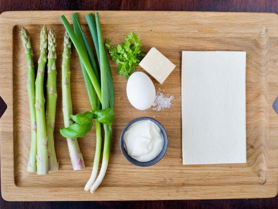 Tin butterdeigplatene. Finn frem de øvrige ingrediensene.