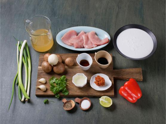 Supergod suppe når du skal rekke mer. Suppen kan varieres med fisk og skalldyr som tilsettes mot slutten av koketiden. Server gjerne med grovt brød til.