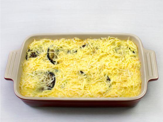 Ha over osteblandingen og stek i ovnen på 225 °C i ca. 20 min.