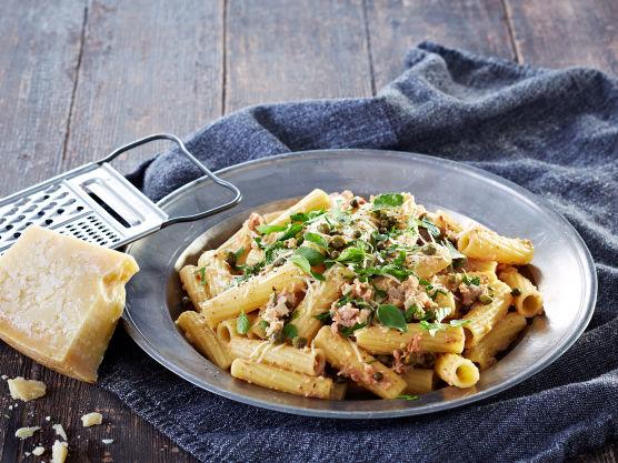 Stek pasta etter anvisning på pakken. Den skal være al dente, hvilket vil si at det skal være litt tyggemotstand.