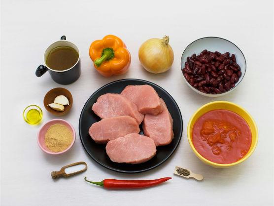 En rask middagsrett med mye smak! Svinefilet kan ersattes med kylling eller storfe. Server gjerne med ris eller potetmos.