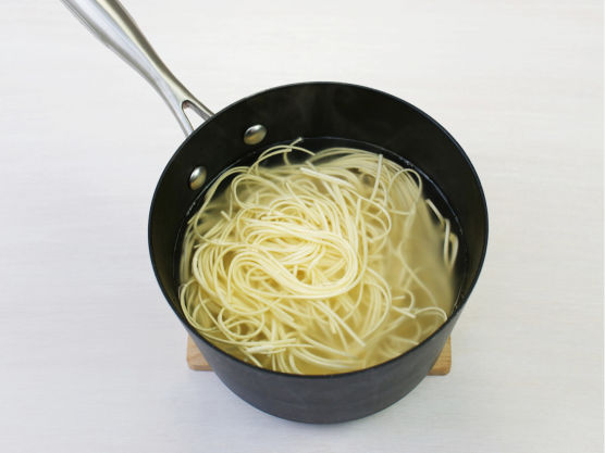 Kok spagetti al dente etter anvisning på pakken.