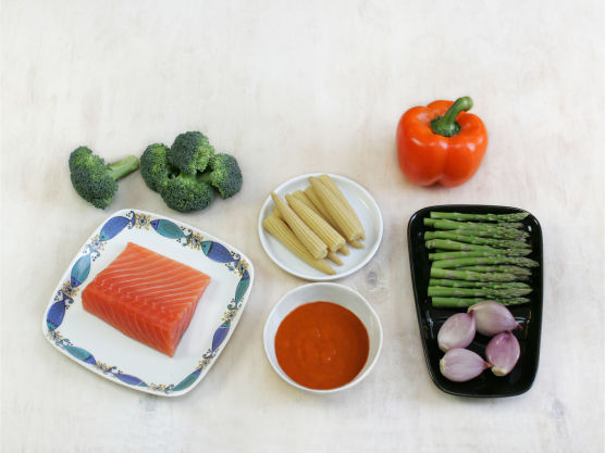 Sunt, godt og enkelt. Server deilig wok med laks til middag. Server gjerne med pasta, nudler eller ris.