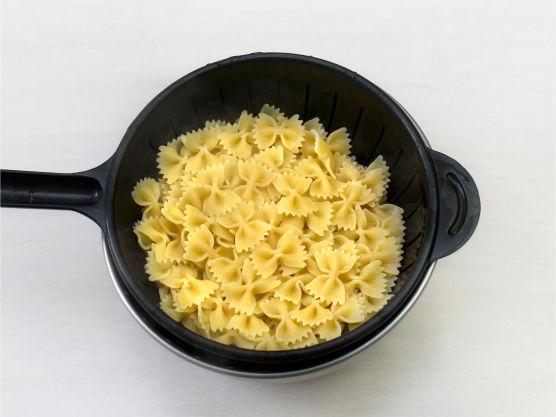 Kok pasta etter anvisning på pakken.