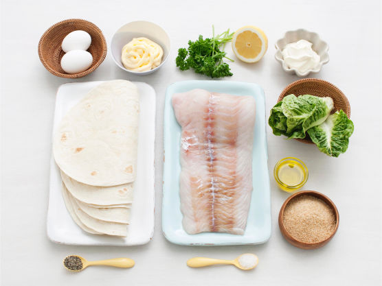 Tortillas kan erstattes med pita- eller hamburgerbrød. Bland gjerne knuste nachos med griljemelet.