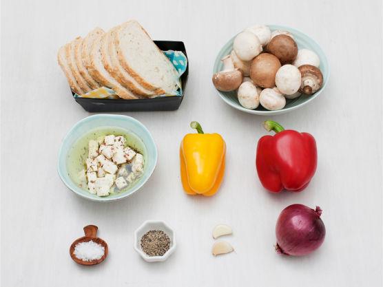 Frisk sommermat på sitt beste! Varier med squash, aubergine og hummus eller cottage cheese.