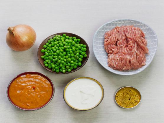 Prøv gjerne en indisk saus som korma eller tikka masala. Velg grønnsaker etter smak. Server gjerne med ris.