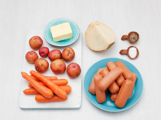 Superrask og enkel pølserett som alle liker! Varier med brokkoli og blomkål eller grønnsaker etter smak.