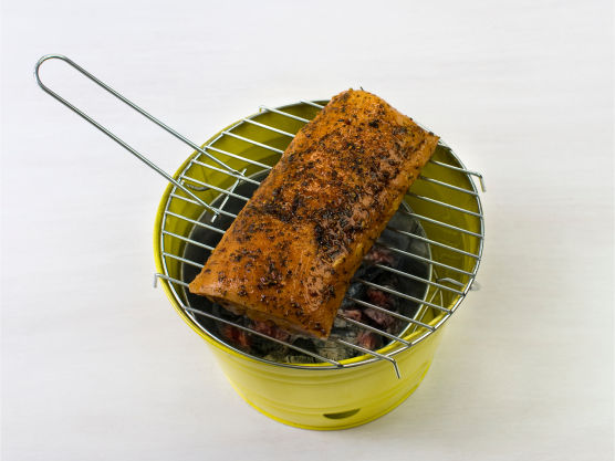 Grill svinefileten i ca. 15 min. Vend kjøttet ofte. Fileten kan også brunes i stekepanne og etterstekes i ovn på 225 °C i ca. 15 min.