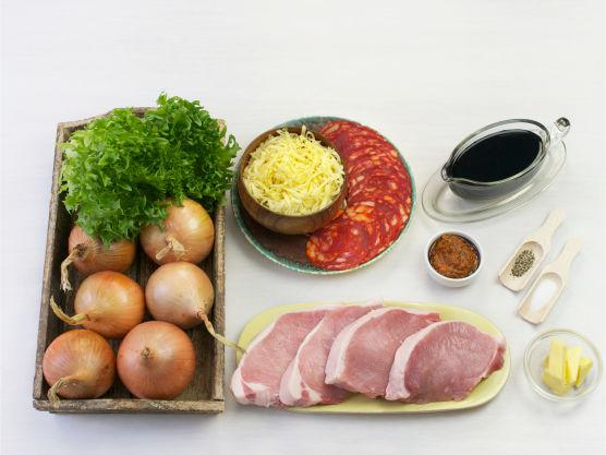 Smaksrik middagsrett med deilig sødmefull løk. Lag gjerne de bakte løkene med soyasaus.
