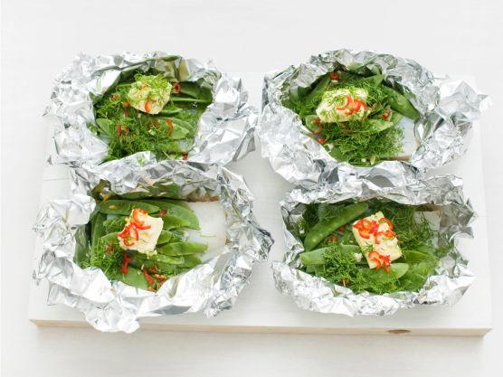 Grill pakkene i ca. 8 min, eller stek i ovnen på 225C i ca. 10 min. og server.