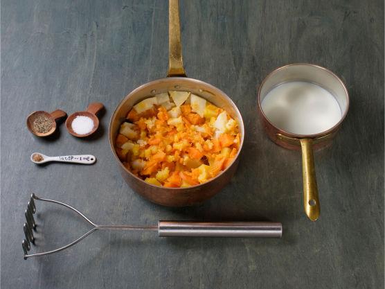 Varm opp melk, og mos rotfruktene med melken. Smak til med salt, pepper og muskatnøtt.