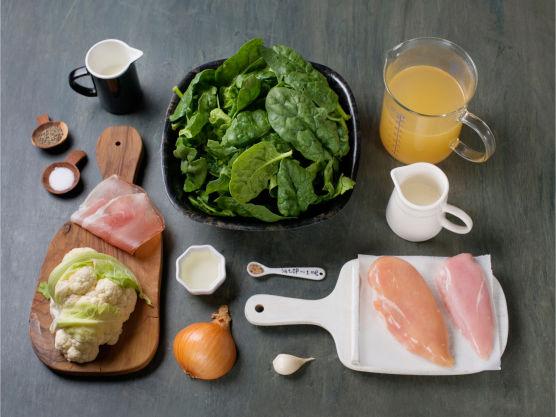 Næringsrik og smakfull suppe. Del gjerne blomkål og spinat i to supper og server dem som en duo. Ha gjerne grovt brød til. Bruk kålrot, sellerirot, persillerot eller gulrøtter etter smak i mosen, kan også ersattes av søtpoteter.