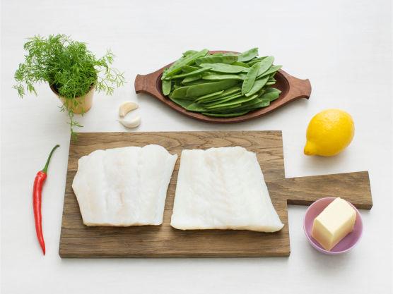 En perfekt alt-i-ett-middag en varm sommerdag! Varier retten med vanlig torsk eller laks. Server gjerne med kokte poteter.