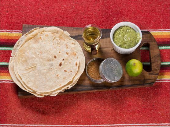 Denne oppskriften gir ca 48 nachochips. Du kan velge om du kjøper ferdige tortillas, eller om du lager egne. Se egen oppskrift.