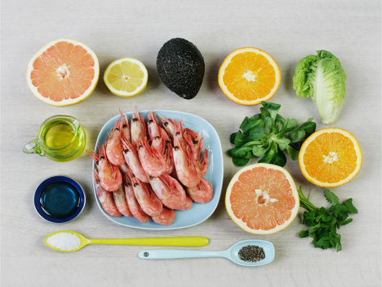 Frisk og sommerlig salat, men som smaker godt hele året. Denne salaten kan også lages med roastbiff eller strimler av grillet kylling.