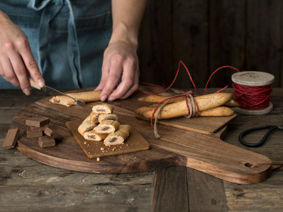 Stekes på 165 grader i 9 minutter, til de er gyldne. Avkjøl, del opp og server.