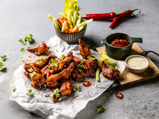 Chilimarinerte buffalo wings med bluecheese dip