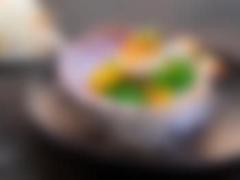 Pannestekte kamskjell med erter og appelsin