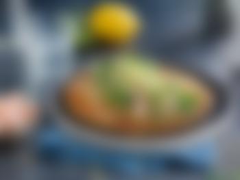 Pannekaker fylt med reker og pesto