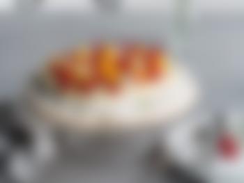 Tropisk pavlova med pasjonsfrukt og kokos
